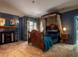 DH_Gallery_Bedroom-Peacock-image_1376x1000
